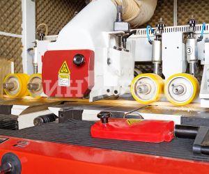 Фото - высокотехнологичное производство деревянных окон на заводе