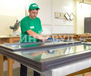 Фото с производства красивых деревянных окон от Инвуд