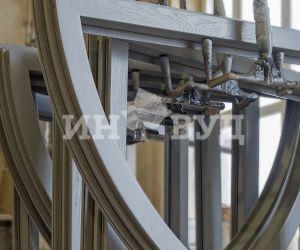 Фотография - процесс изготовления деревянного окна на заводе