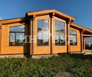 Установили большие деревянные окна в доме