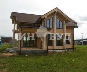 Завершены работы по установке окон в деревянном доме