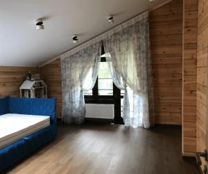 Занавески на окна в деревянном доме фото