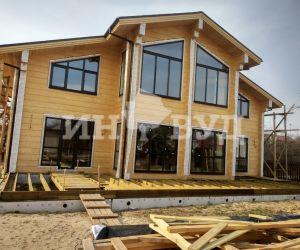Остекление большого загородного дома с панорамными окнами