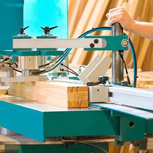 Технология изготовления окна из клееного бруса в деревянный загородный дом