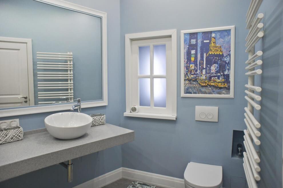 окно в кухню из ванной
