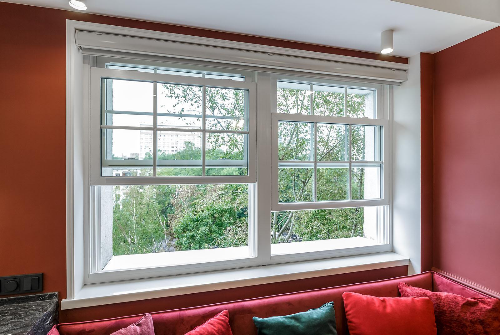 Американские вертикальные окна слайдеры в загородном доме