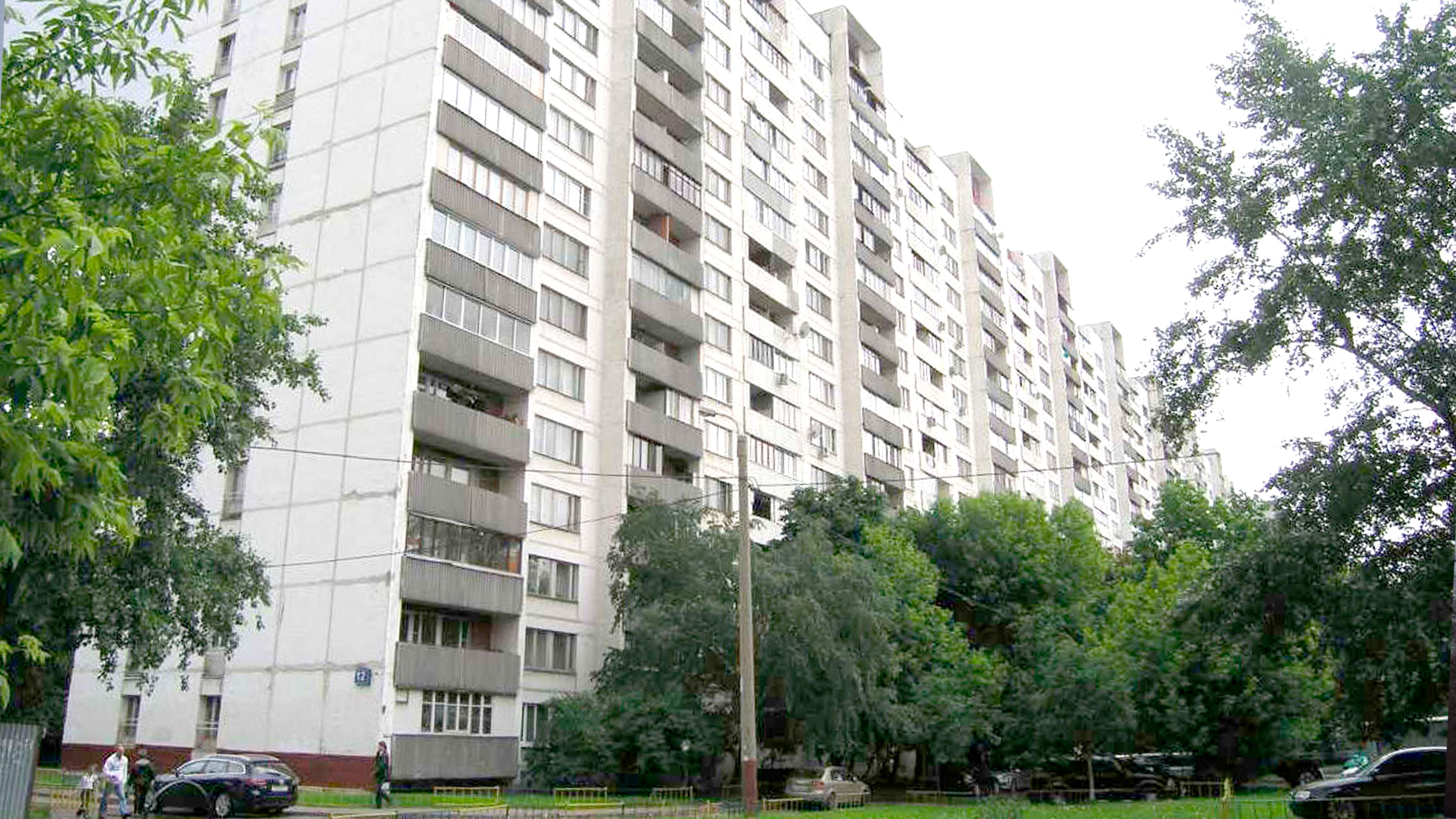 Лоджия и балконы в доме серии И-491А, остекление деревянными окнами. Инвуд. Москва