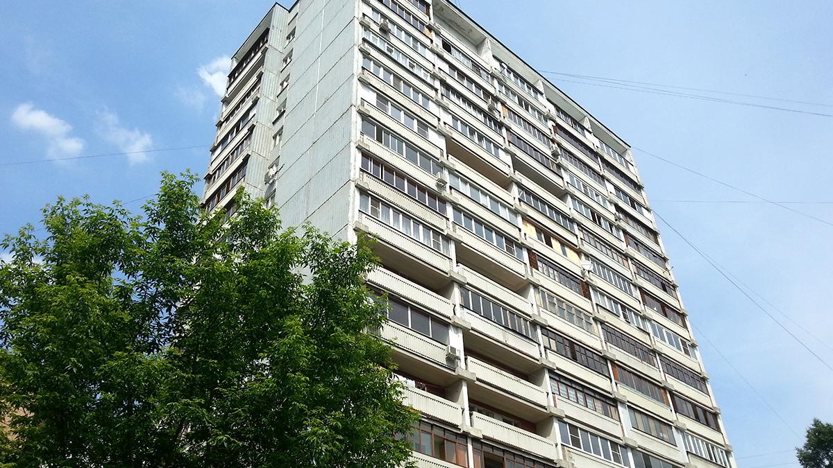 Фотография панельного дома серии ii 68, остекление деревянное лоджии и балкона. Фото
