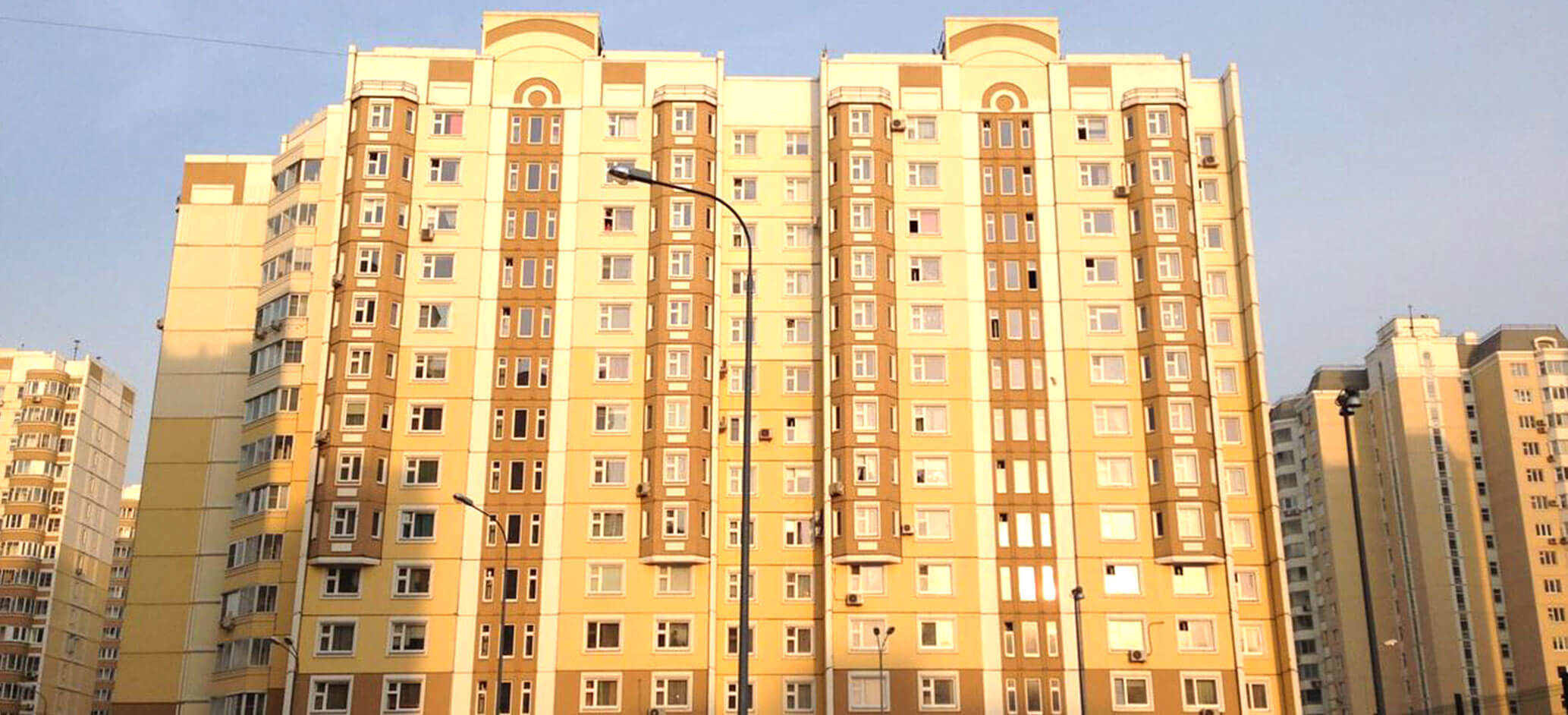 Дом серии П3М, остекление деревянными окнами, балкон и лоджия из дерева