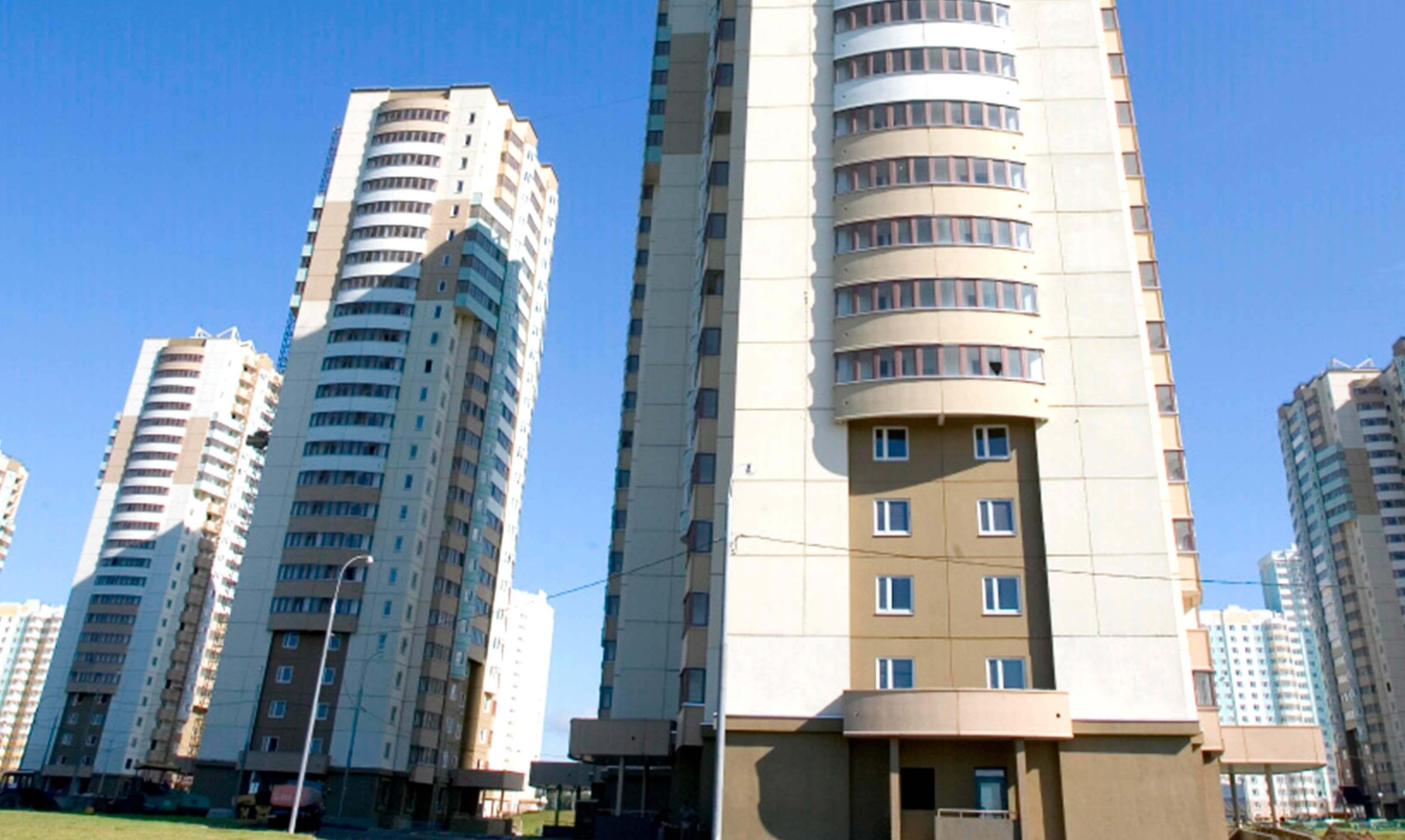 Фото дома серии И-155, башня. остекление теплое окнами ПВХ, белого цвета
