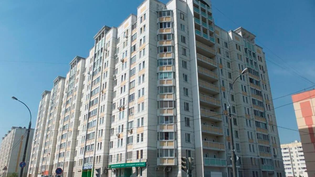 Фото дома белого панельного серии ГМС - 3, окна ПВХ лоджий и балконов ИНВУД