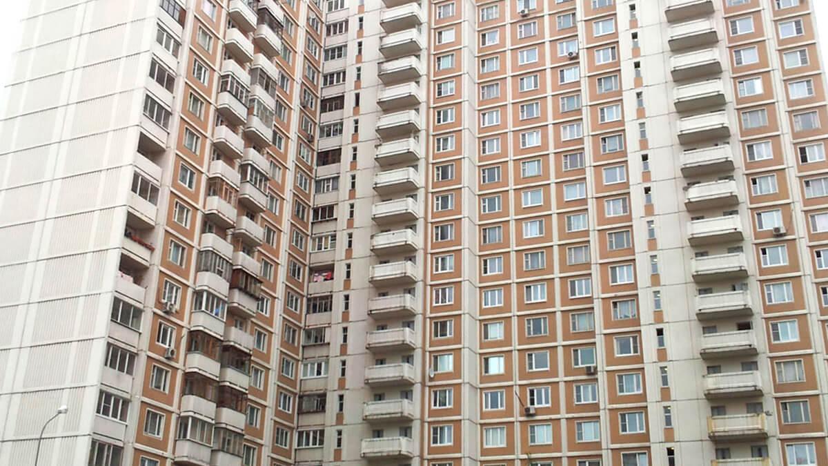 Фотография панельного дома серии КОПЭ (КОПЕ) с балконами и лоджиями ПВХ