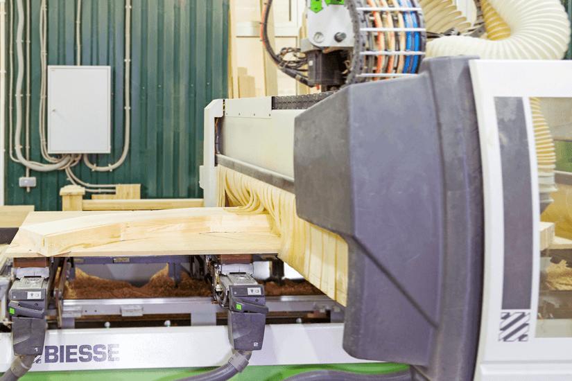 На фото оборудование для производства евроокон из дуба, лиственницы и сосны - ИНВУД