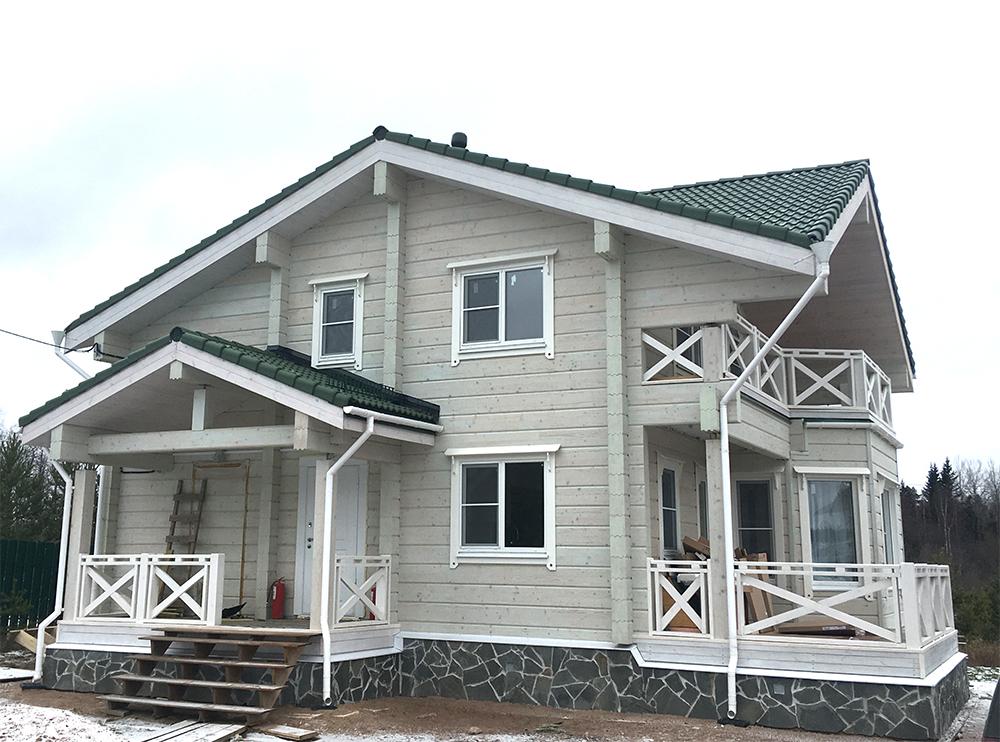 установили окна в светлом деревянном доме